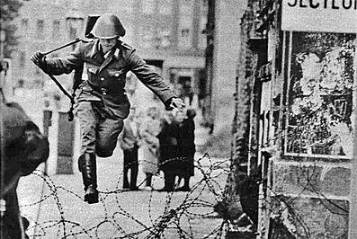 Conrad Schumann (szökés, berlini fal,)