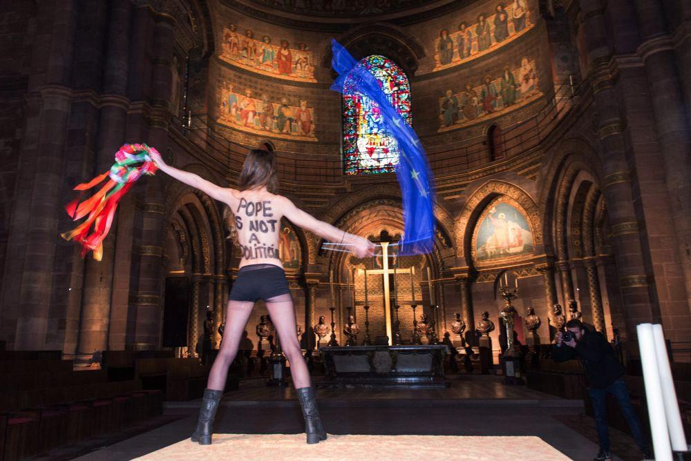 Femen tiltakozó (femen, )