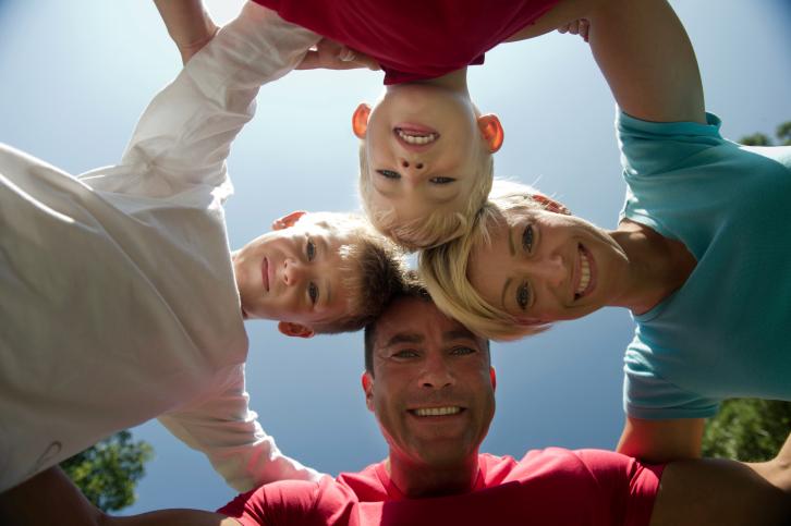 család (család, három gyerekkel, gyerek, szülő)