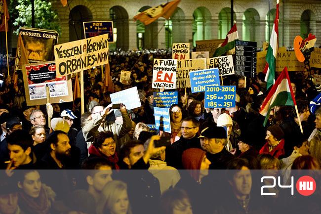Tüntetés: Állóháborúba Torkollt A Tüntetés