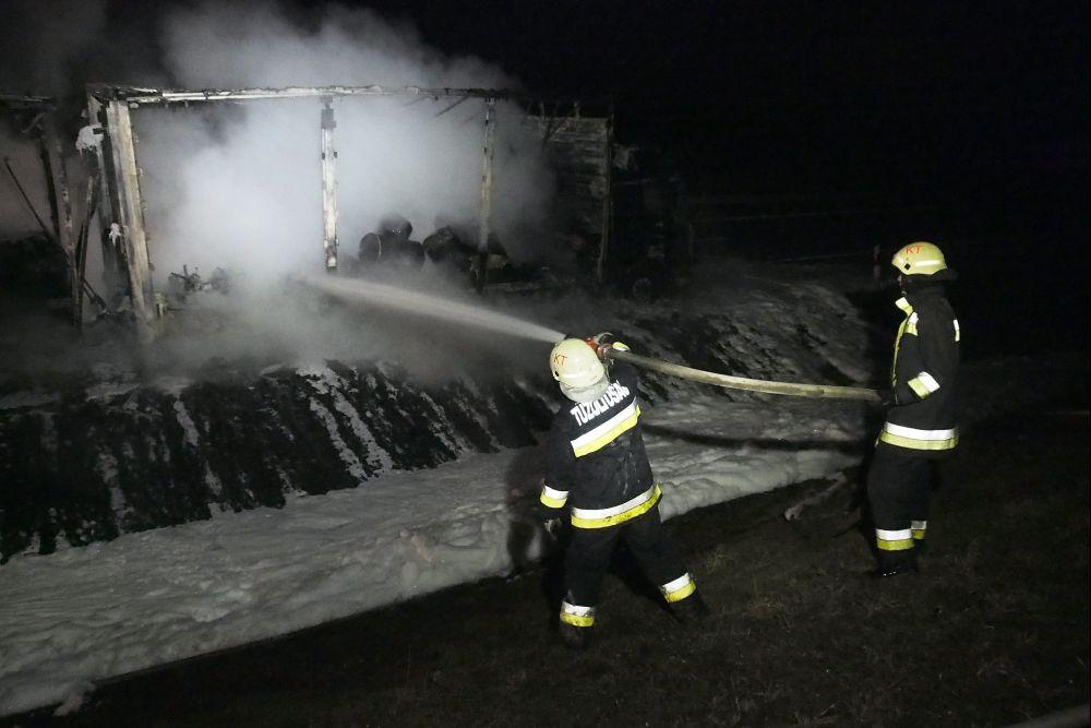 Kiégett kamion (baleset, tűz, baleset, tűz, )