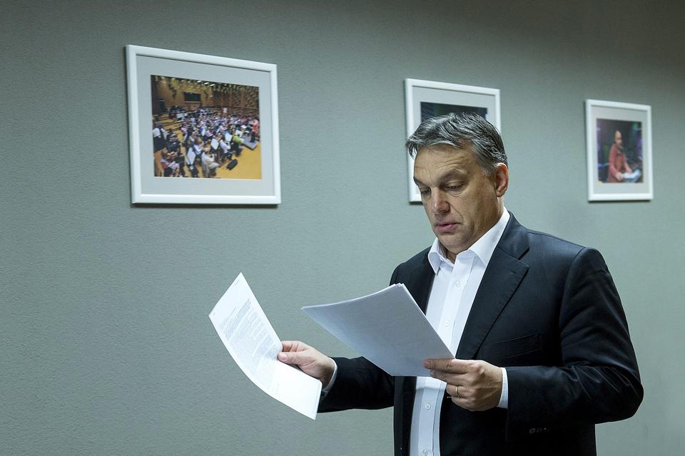 Orbán Viktor  (Orbán Viktor miniszterelnök a Magyar Rádió folyosóján)