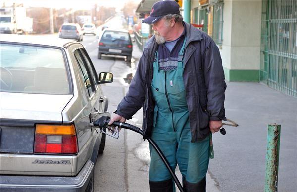 benzin (benzin, benzinár, üzemanyag, tankolás, autó, )