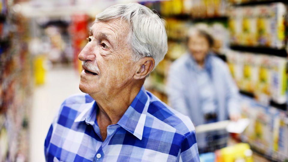 idős ember (idős ember, bácsi, nyugdíjas)