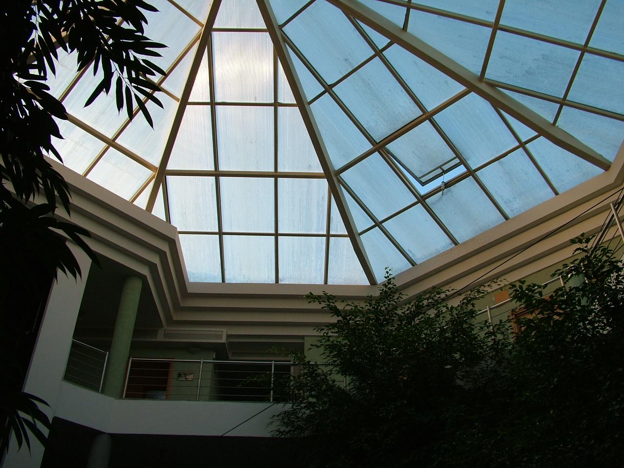 mendan lobby (hotel, előtér)