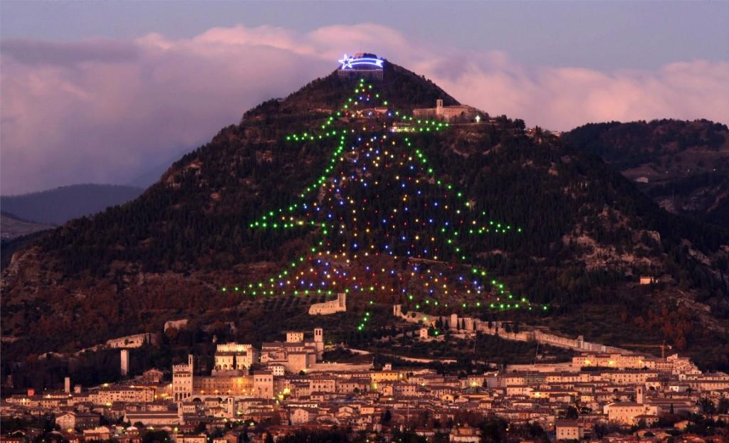 rekorder karácsonyfa gubbioban (gubbio, karácsonyfa)