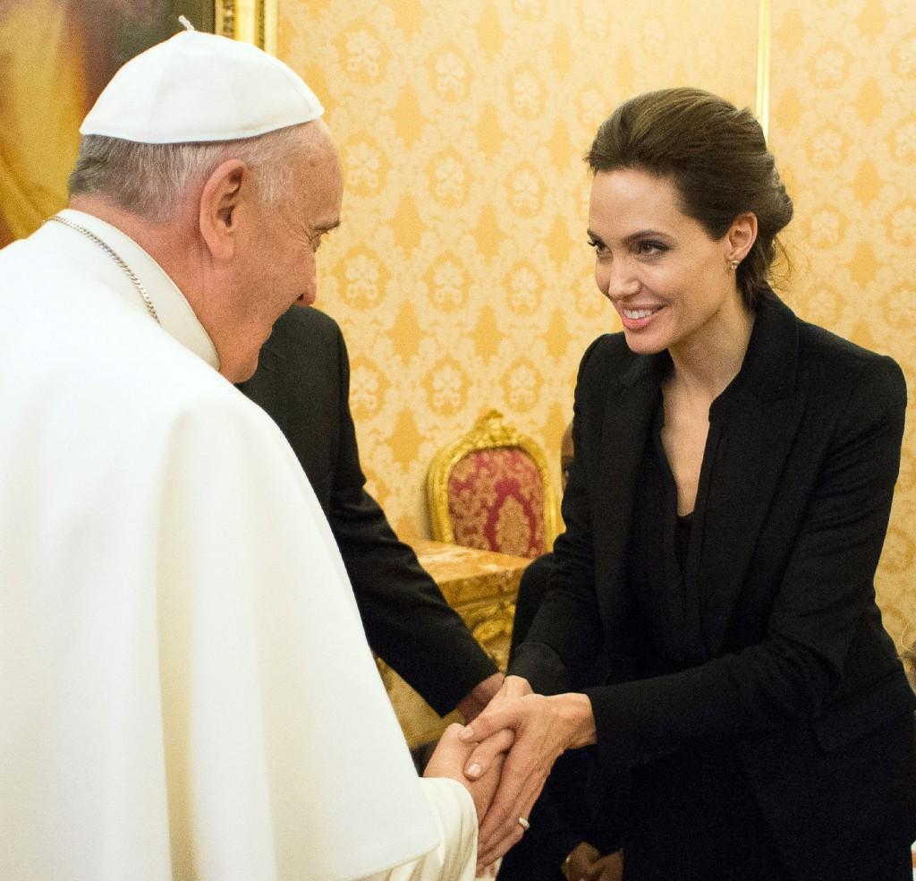 Angelina Jolie és Ferenc pápa (angelina jolie, ferenc pápa, )