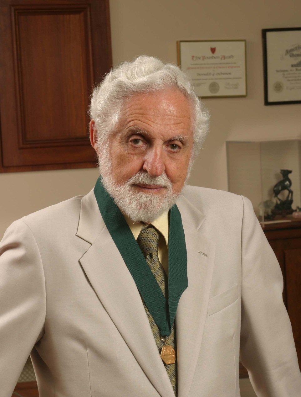 Carl Djerassi (fogamzásgátló, tudós, meghalt, )