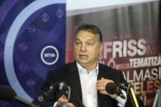 Orban-a-radioban(960x640).jpg (orbán viktor, )