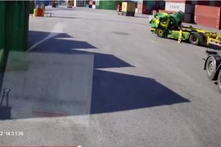 Szetlapitott-kamion(960x640).jpg (kamion, fülke, baleset, )