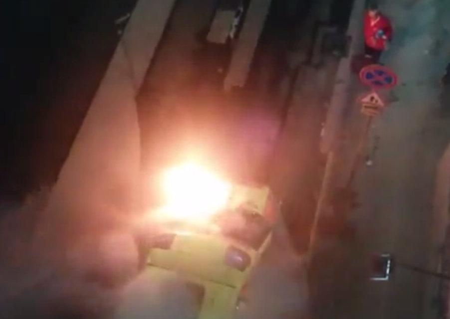 égő mentőautó (mentőautó, tűz)