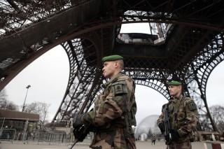 rendőri készültség Párizsban (párizs, készültség)