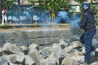tüntető kenyai iskolások (tüntetés, kenya)