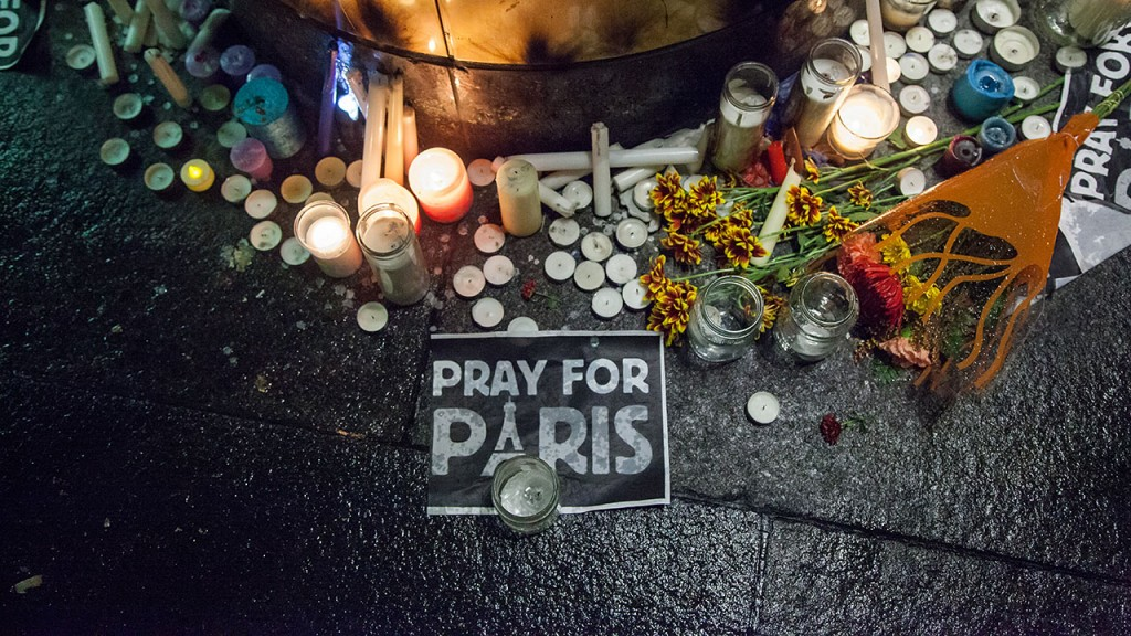 CANADA, Montreal: Candles, flowers and signs pay tribute to the victims of a string of deadly attacks in Paris during a candlelight vigil outside the French consulate in Montreal on November 13, 2015. A wave of shootings and explosions across six sites in the French capital on the same evening have left at least 150 dead.  - CITIZENSIDE/CRISTIAN MIJEA