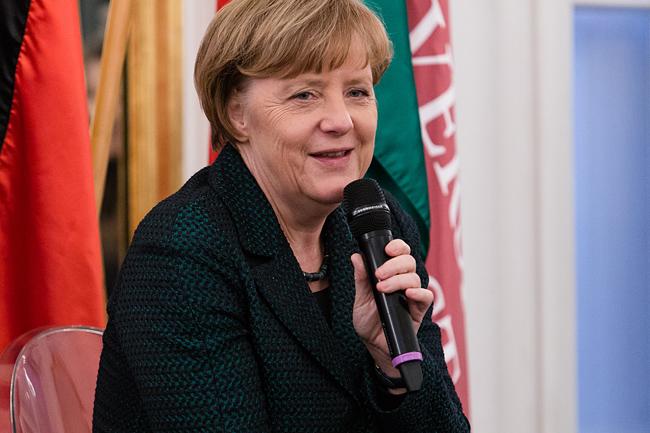 Merkel mosolyog (merkel)