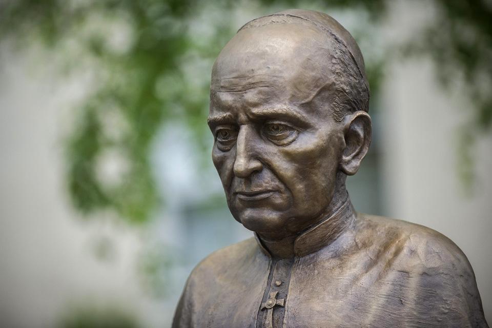 Mindszenty József (Mindszenty József, bronz szobor)