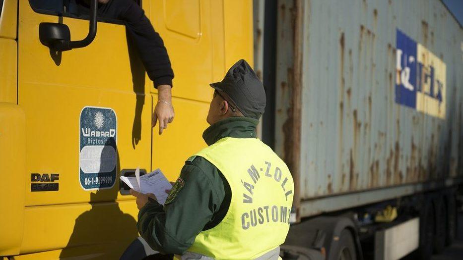 NAV pénzügyőr kamionos (nav, pénzügyőr, kamionos, ellenőrzés, igazoltatás, )