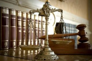 birosag(430x286).jpg (bíróság, törvénykönyv, mérleg, kalapács)