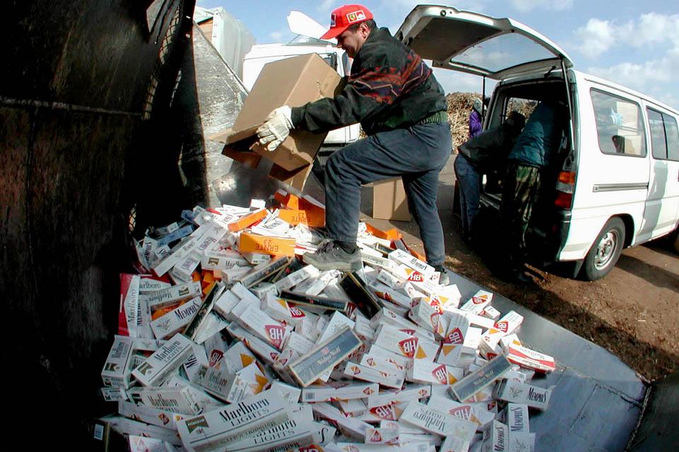 csempész cigaretta (csempész cigaretta, határ, dohány, )