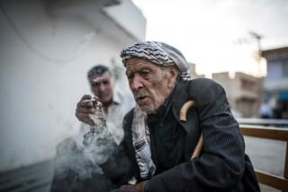 dohányzó muszlim férfi (cigaretta, dohányzás, szíria, )