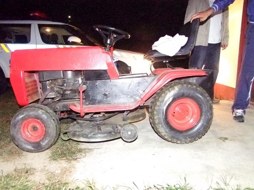 fűnyíró traktor (fűnyíró traktor)