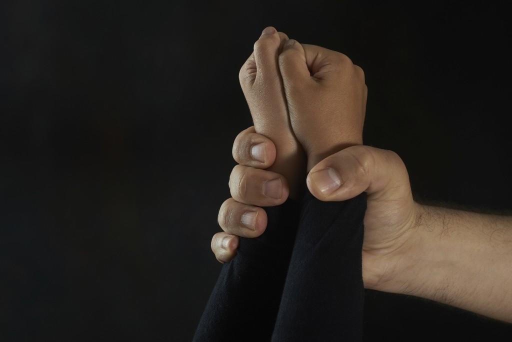 gyermekbántalmazás (gyermekbántalmazás, családon belüli erőszak, )