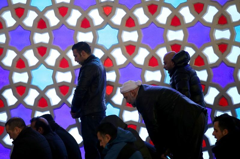muszlim ima (muszlim imádkozók, ima, iszlám, templom, dzsihád)