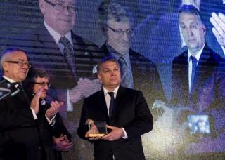 orbán viktor kitüntetése varsóban (orbán viktor, varsó, )