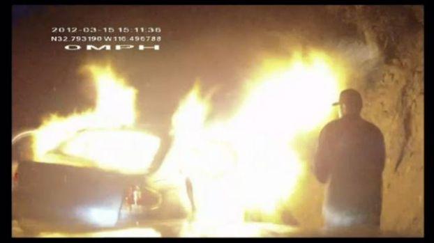 Égő autó (égő autó, )