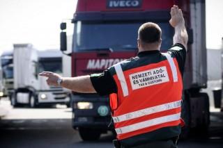 NAV-ellenőrzés (nav, ekáer, közút, szállítmány, fuvarozó, kamion, vám, adó,)