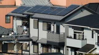 Napelem a ház tetején (napelem, ház, )