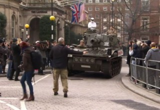 Stig harckocsiban (top gear, bbc, )