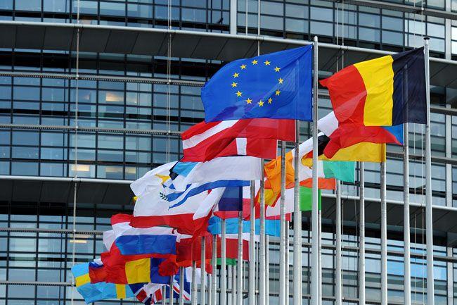 europai-zaszlok(960x640).jpg (európai zászlók)