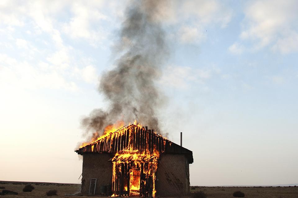 ház, lángol, Gerlóczy poszt itt (ház, lángol, Gerlóczy poszt itt)