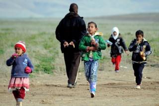 iszlam-allam-elol-menekulo-gyerekek(650x433).jpg (iszlám állam)