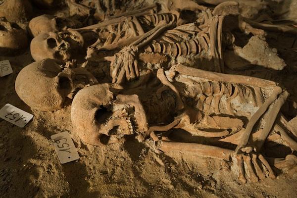 középkori tömegsír Párizsban (tömegsír, régészet, párizs, )