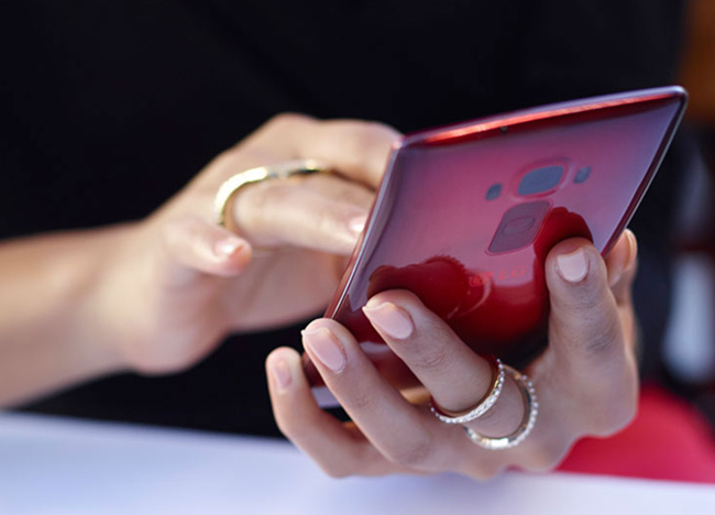 mp-f03 (mobilport, lg, flex, ívelt, okostelefon, android, csúcsmobil, telenor)
