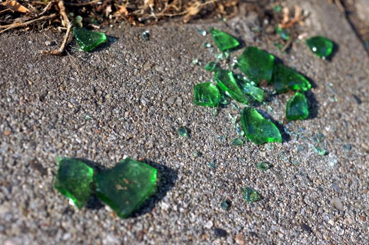 törött üveg (törött üveg, )
