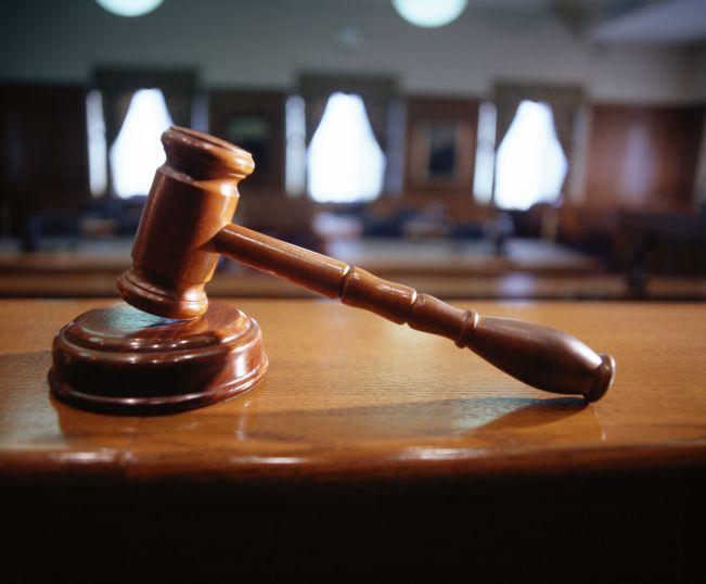 birosag(960x640).jpg (bíróság, törvénykönyv, mérleg, kalapács)