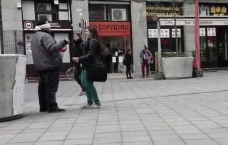 Ölelős videó a Kálvin téren - romanap (nemzetközi roma nap,)