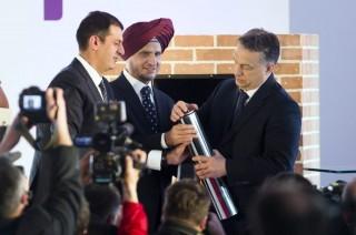Orbán alapkövet tesz le - Apollo Tyres (orbán viktor, apollo tyres, )