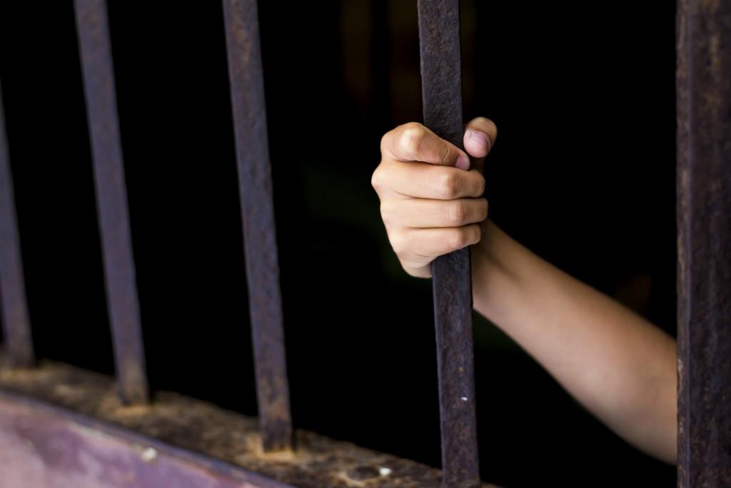 Rács kisgyerek (rács, ketrec, börtön, kisgyerek, )