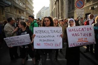 egyetemi tüntetés (egyetemi tüntetés)