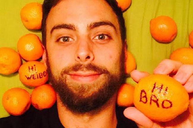 orange-man-4 (mobilport, iphone, kína, kínai, lopott, twitter, weibo, közösségi oldal, közösségi média, megható, )