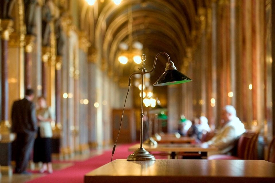 parlamenti folyosó (parlamenti folyosó)