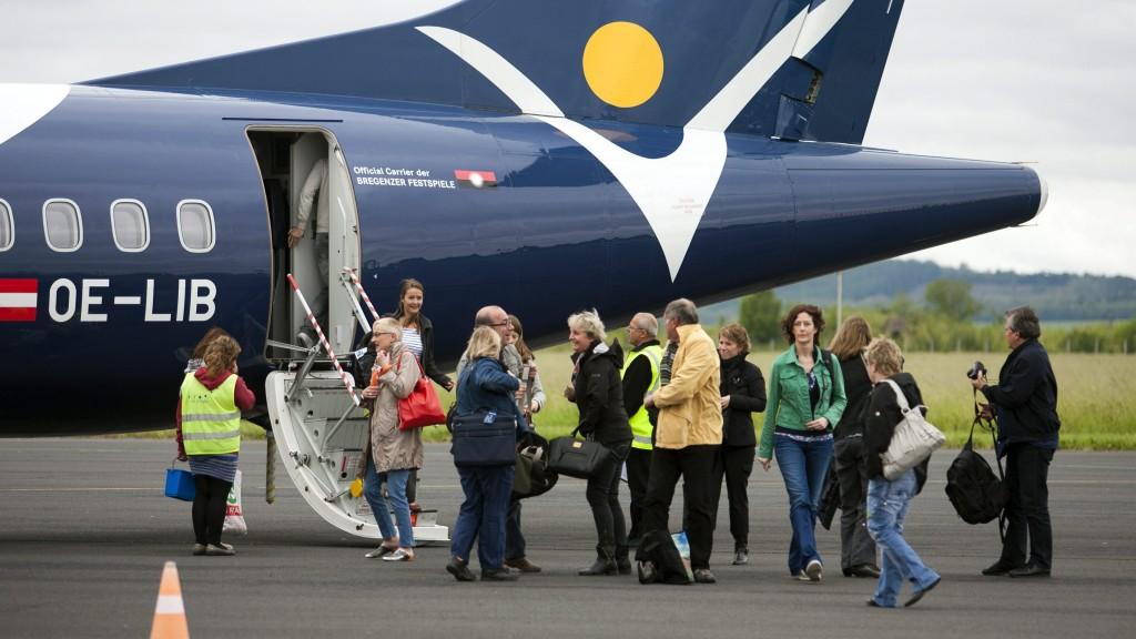 sármelléken a svájci charter (repülőgép, sármelléki repülőtér, )