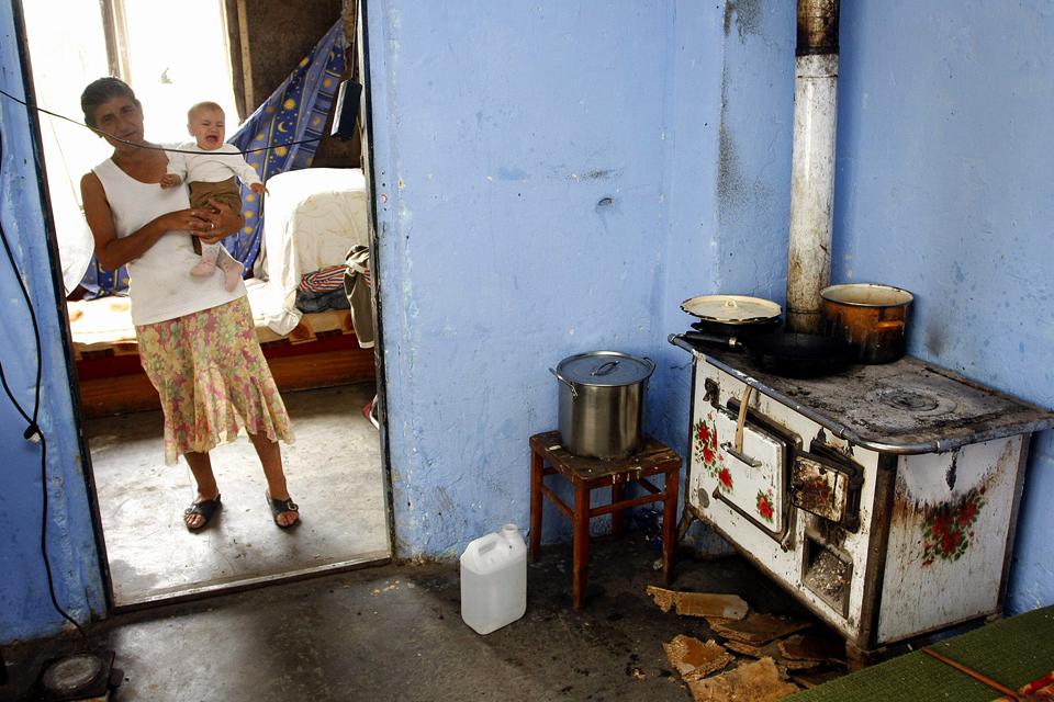 szegénység (szegénység, gyerek szegénység, éhezés, lakhatás, megélhetési problémák, szegény, )