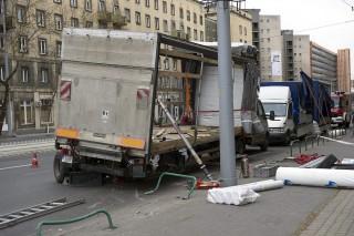 széllökés miatt sérült teherautó (teherautó, baleset)