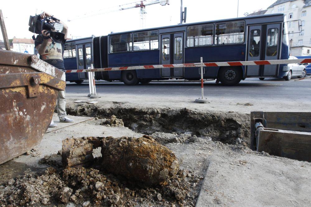 Bomba a Széll Kálmán téren (Array)