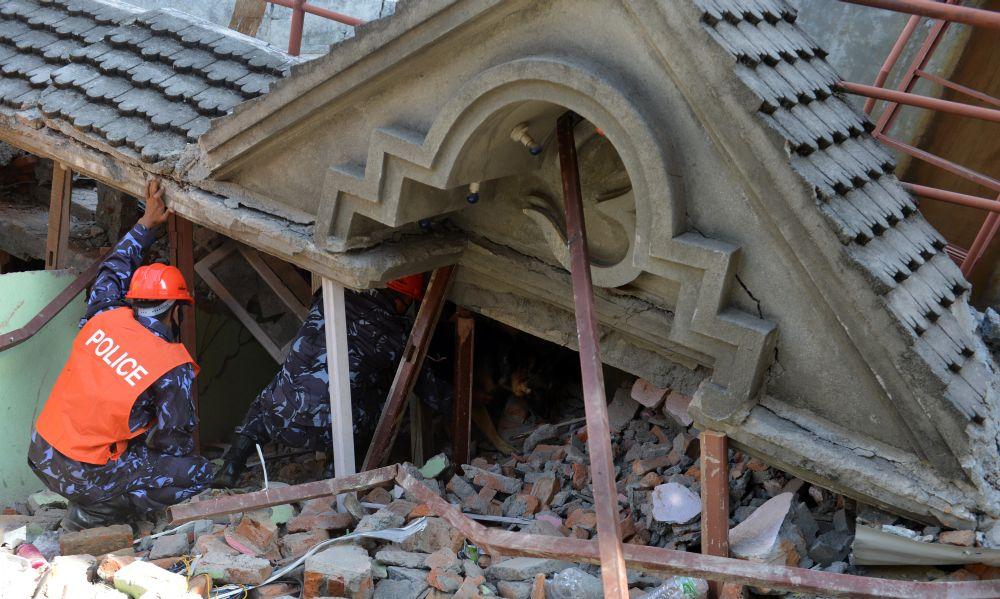 Földrengés Nepálben (Array)